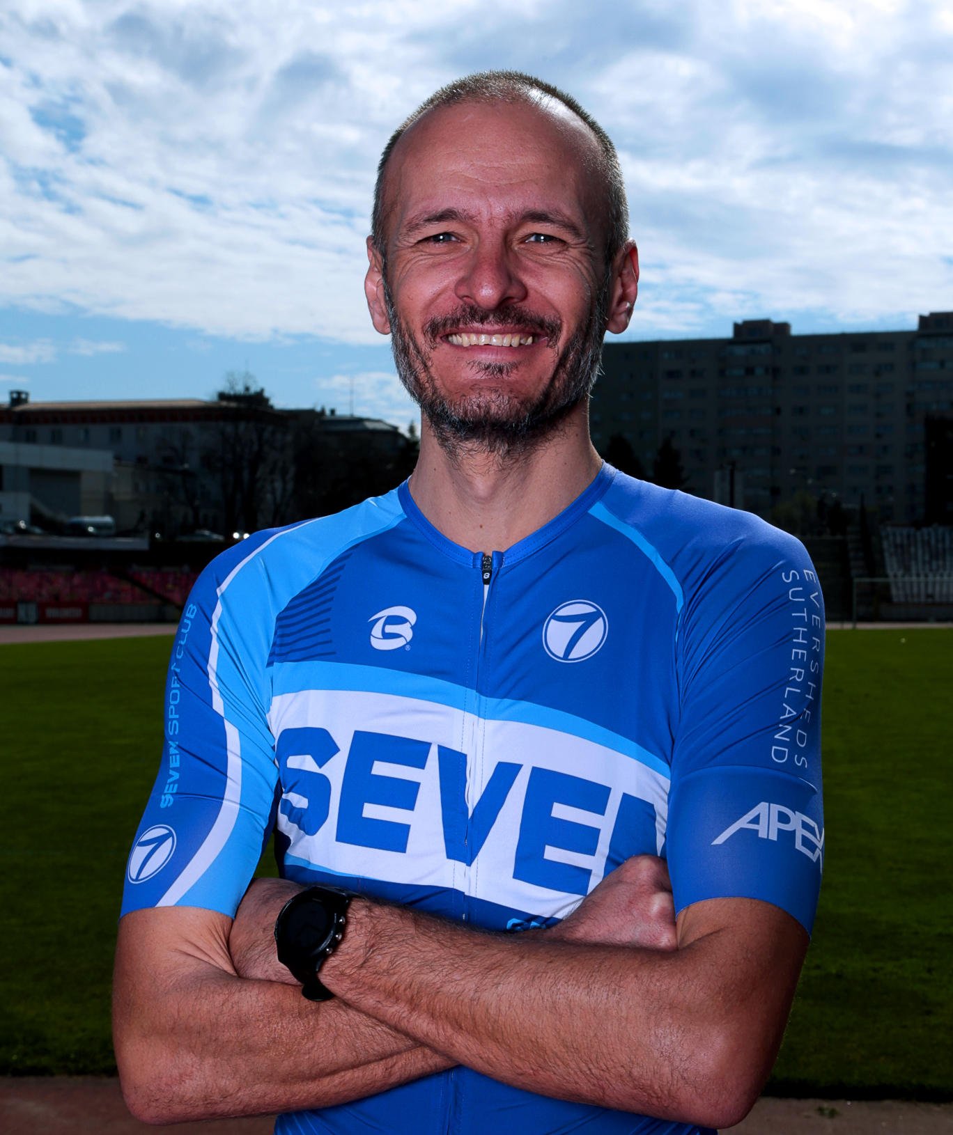 https://www.sevensportclub.ro/wp-content/uploads/2020/10/Antrenori_684x815_Alex.jpg