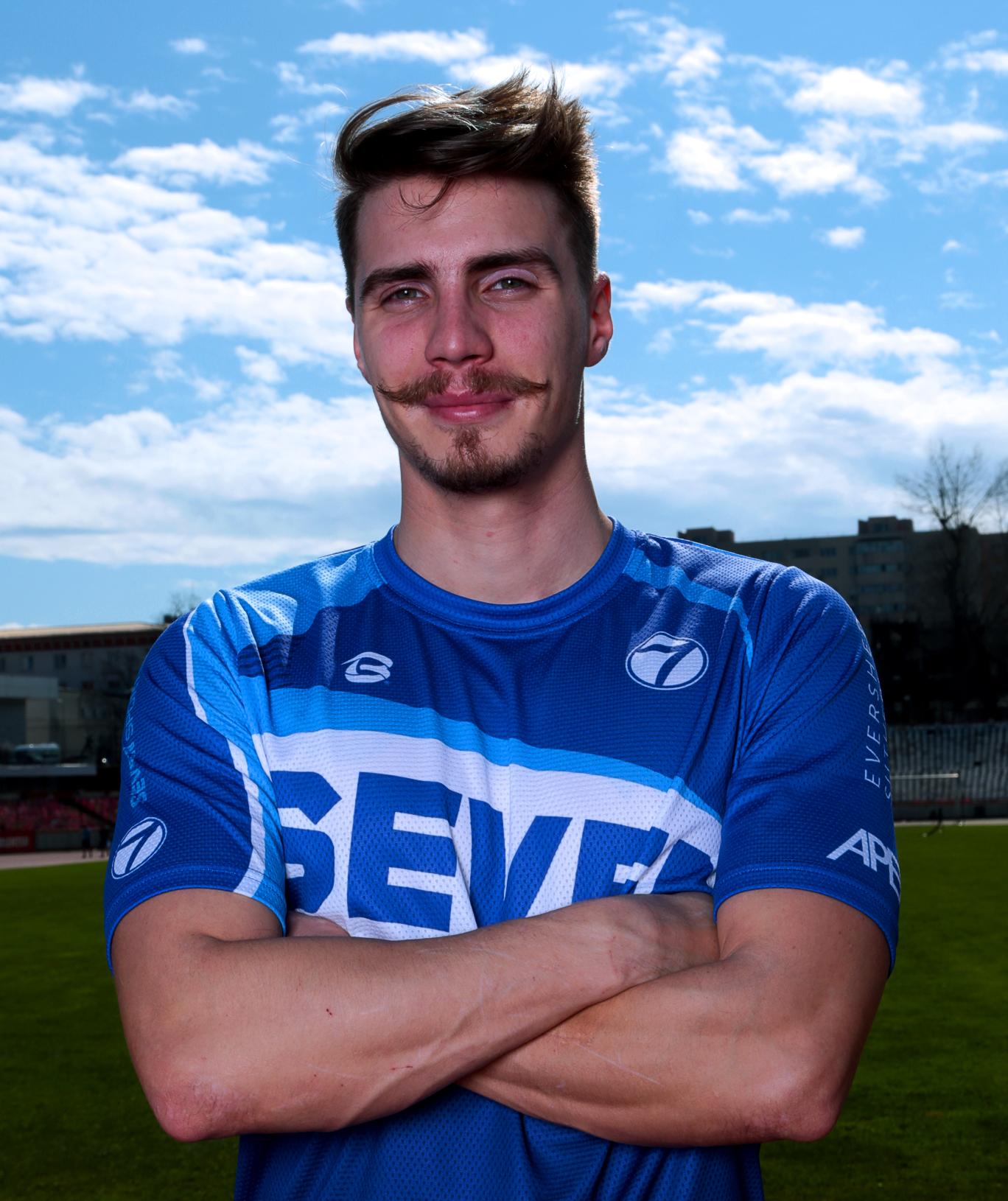 https://www.sevensportclub.ro/wp-content/uploads/2020/10/Antrenori_684x815_Alexandru.jpg