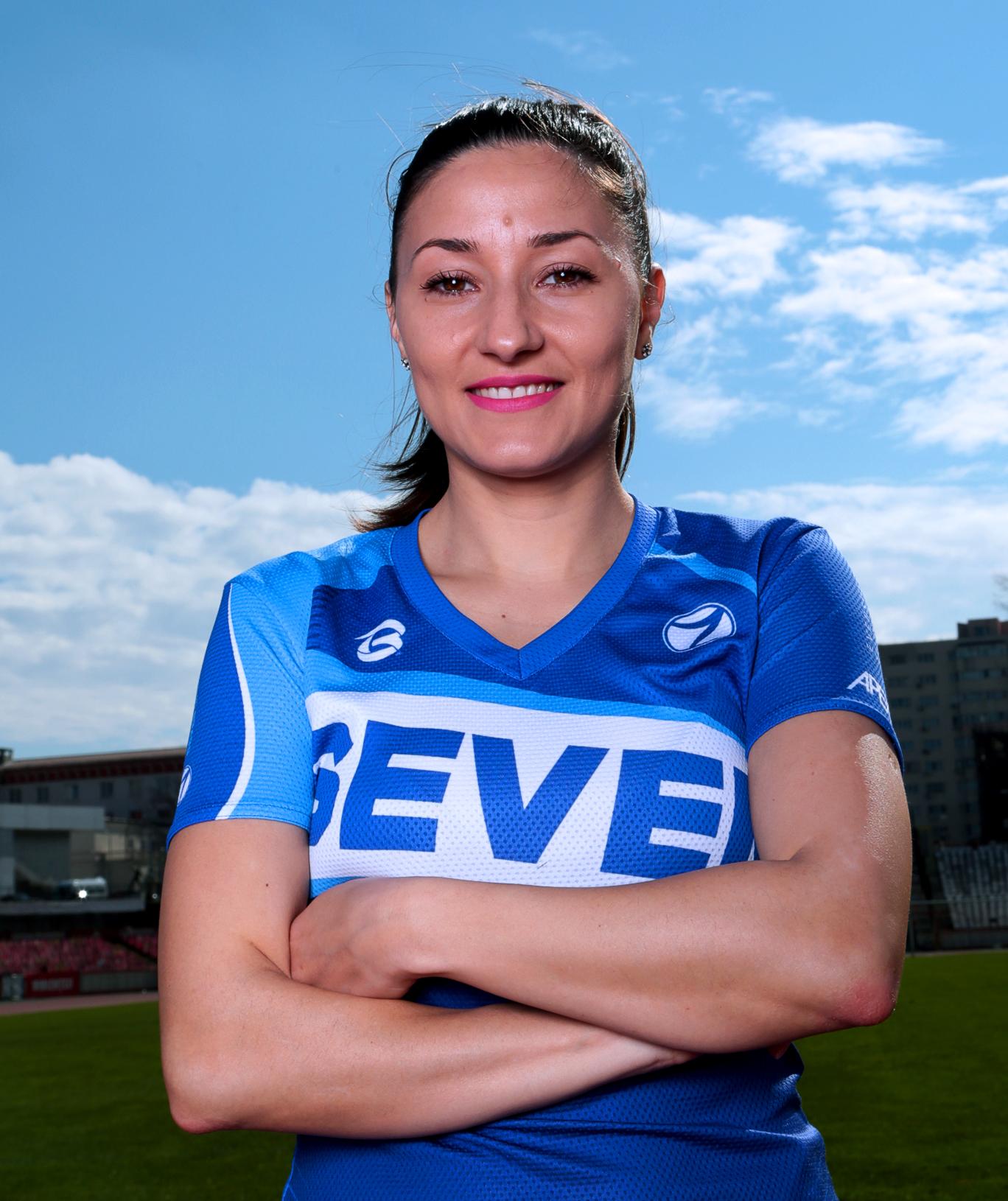 https://www.sevensportclub.ro/wp-content/uploads/2020/10/Antrenori_684x815_Florentina.jpg