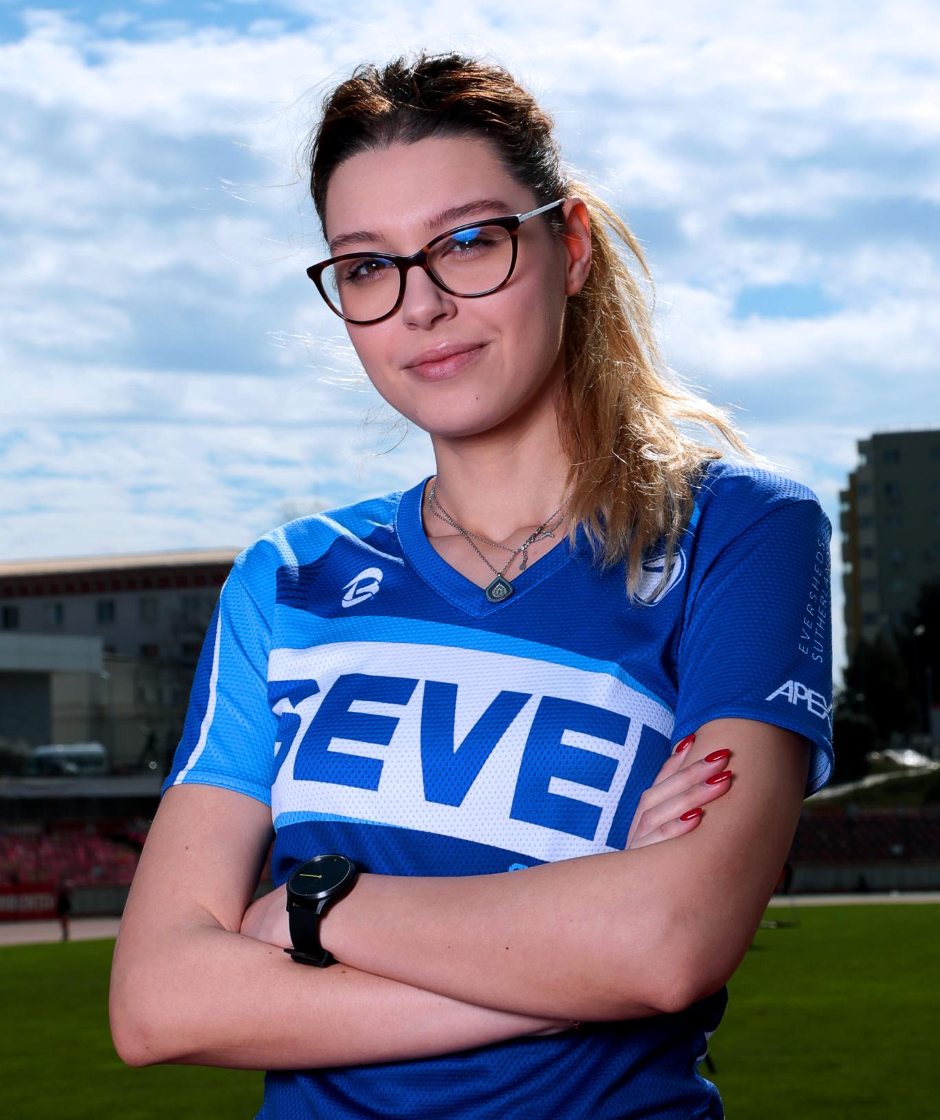 https://www.sevensportclub.ro/wp-content/uploads/2020/11/Antrenori_684x815_Adina.jpg